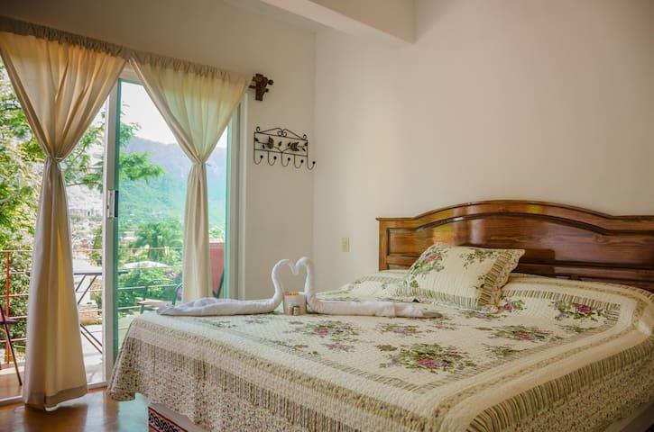 Habitación Orquídea, Hotel Casa Maximiliano