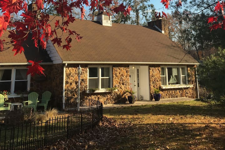 Inauguration Special! Red Stone Cottage - Severna Park - Casa
