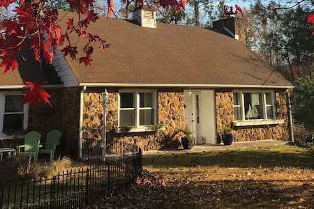 Inauguration Special! Red Stone Cottage - Severna Park