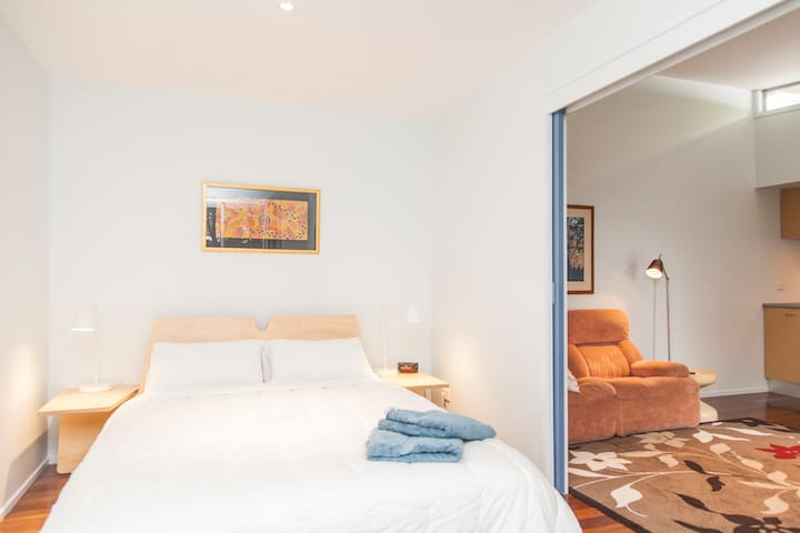 Neat and near everything !!! - Highgate Hill - Casa