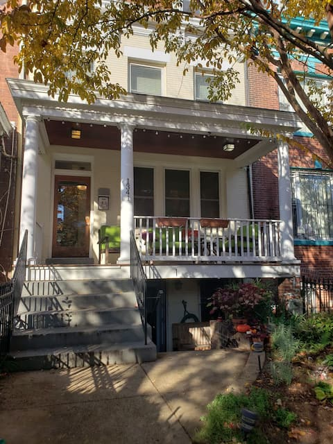 Entire Columbia Heights Apartment, Pet-friendly