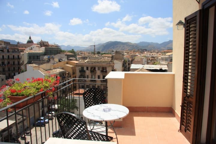 A terrace in the heart of Palermo