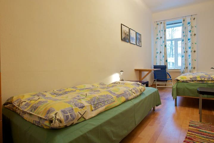 Double room single bed