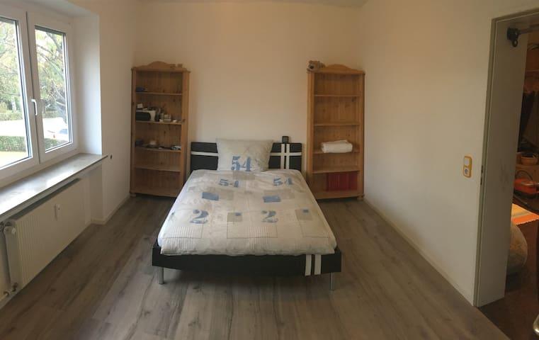 Neu Renoviertes Privatzimmer (16m2) in Calw