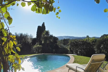 2 rooms in a villa close to cannes - Mougins