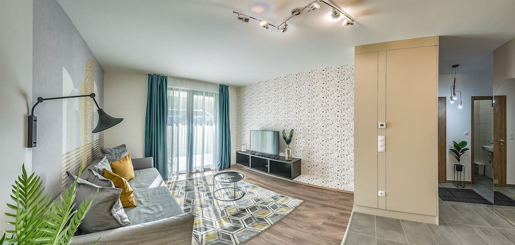 Stylish Downtown Apartment with 1 BDR