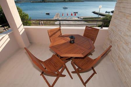 Seafront charming apt near Zadar - Turanj