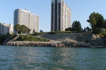 Luxury Lakefront, Wonderful Lakewood - Lakewood - Apartment