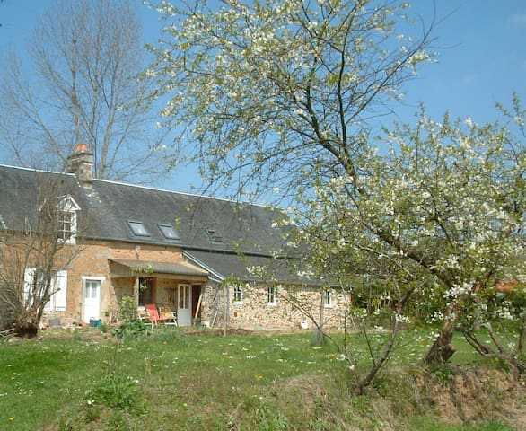 Rural French B+B, two rooms - Varenguebec - Bed & Breakfast