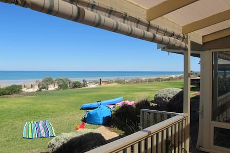 Adelaide absolute beachfront home - Rumah