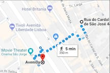 The apartment is a few steps from the metro Avenida, theTivoli Theather and The most popular Avenue in Lisbon: Liberdade