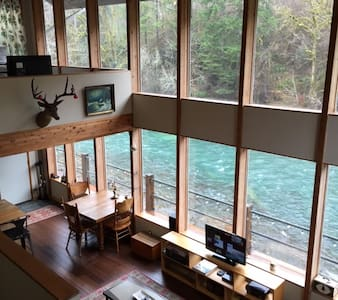 Great Fishing House on Wilson River - Rumah