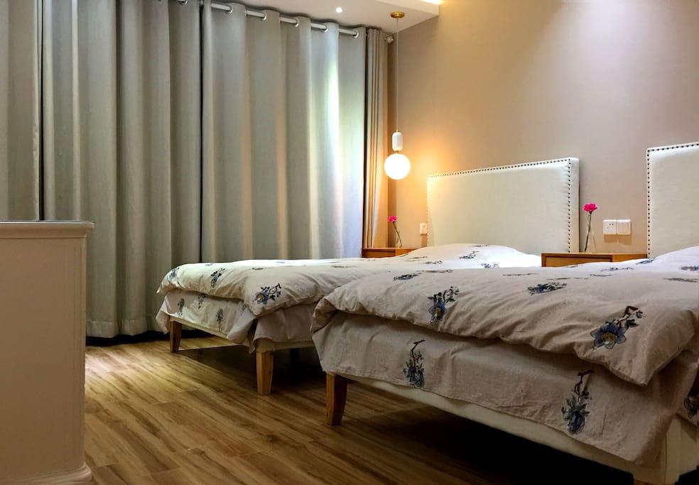主卧单人床2张 2m*1.2m