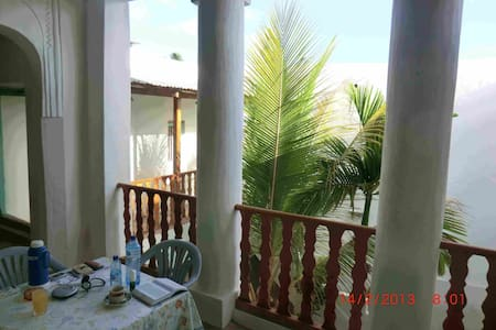 Clean, spacious room. Lamu centre. - Lamu town, Lamu  - Bed & Breakfast