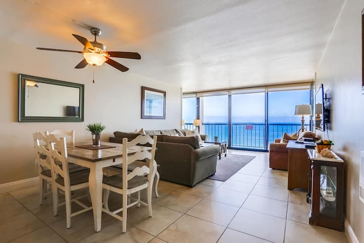 Capri by the Sea 911: Oceanfront, Pool & Jacuzzi