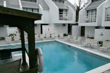 Apart-Hotel with Swimming Pool - Nassau