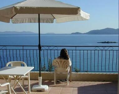 Large terrace, sea view, walk to beach, parking.