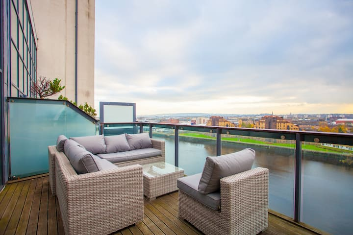 LUXURY PENTHOUSE! Panoramic VIEWS close to HYDRO