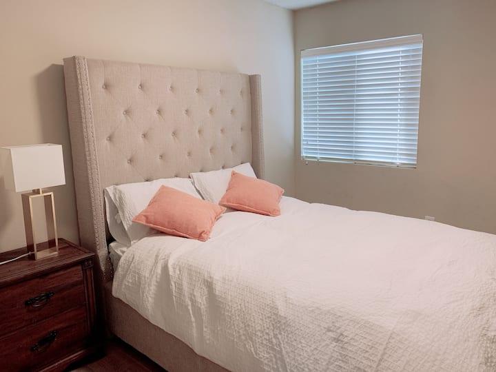 Cozy Room in 3B3B condo walking to Arcadia Mall