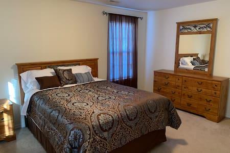 Entire (1 ) Bedroom Apt  Near FLW, Smart TV & WIFi