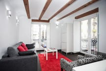 Without extra expenses. Included in the price: cleaning expenses, air conditioning, heating, WiFi 50 Mb.... Illuminated and sunny apartment at 2 minutes walking to the train station. )
