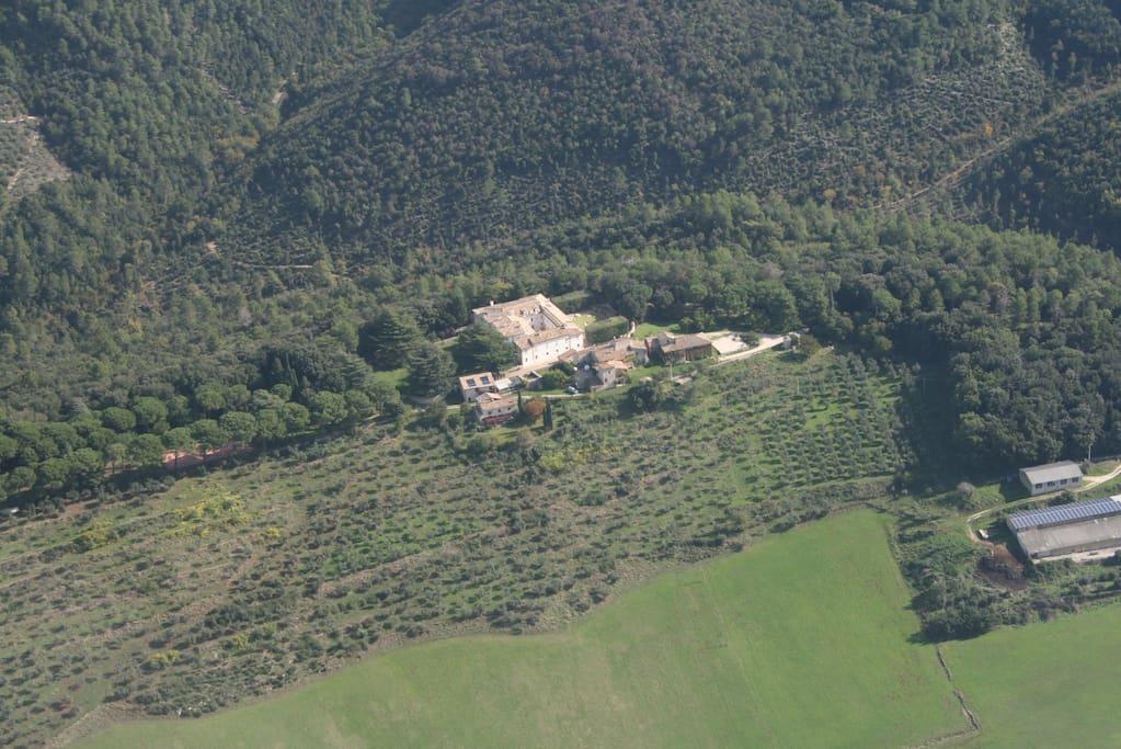 Veduta aerea del Borgo immerso nel verde.