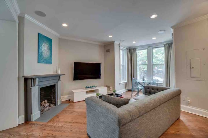 Two Story Apt Home In The Heart of DC  14th/Ust NW