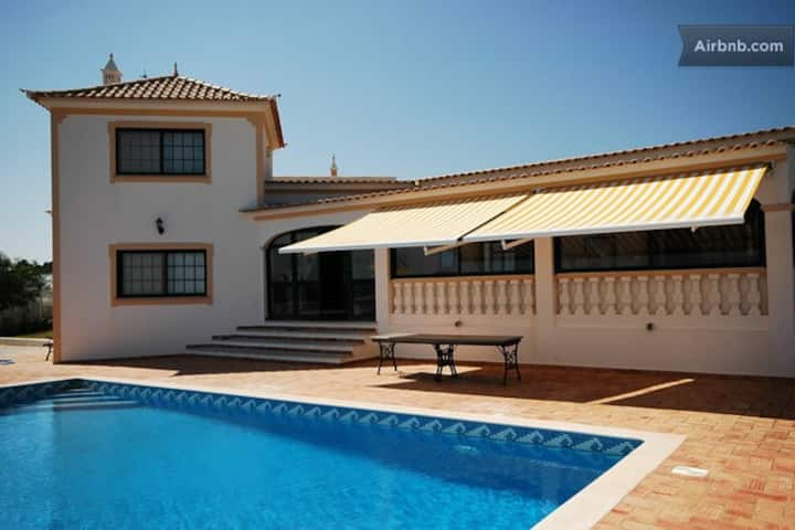 Villa with breathtaking views over the sea