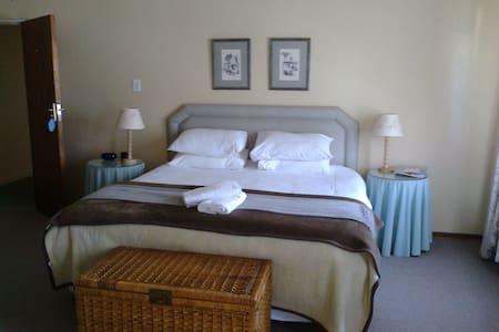 Room 2 - Tulbagh