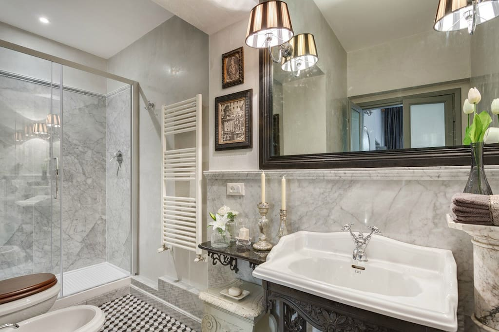 Master bathroom, Enjoy the beginning and end of your day in complete comfort