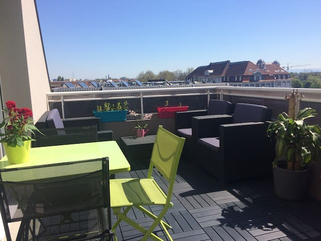 F2 lumineux, wifi parking terrasse - Lingolsheim - Apartemen