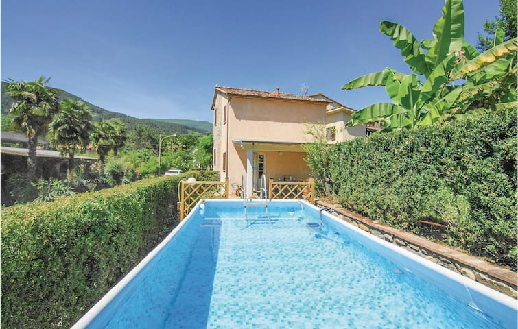 Holiday cottage with 2 bedrooms on 80m² in Castelvecchio di Comp.