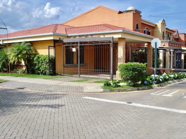 Habitación privada para pareja en San José, CR