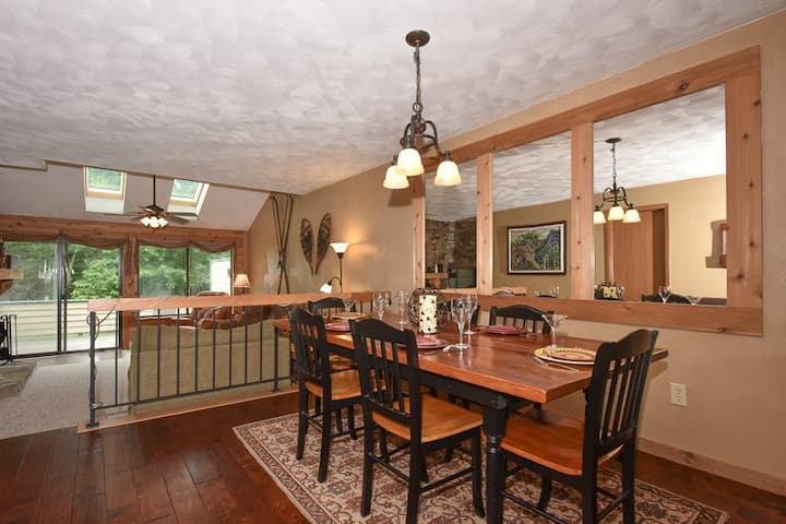 Seven Springs ski in/ski out condo, Meadowridge