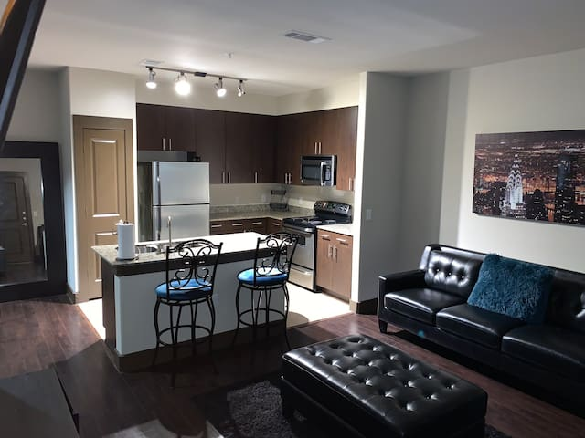 Nice cozy apt 15min away from (IAH) HTX airport