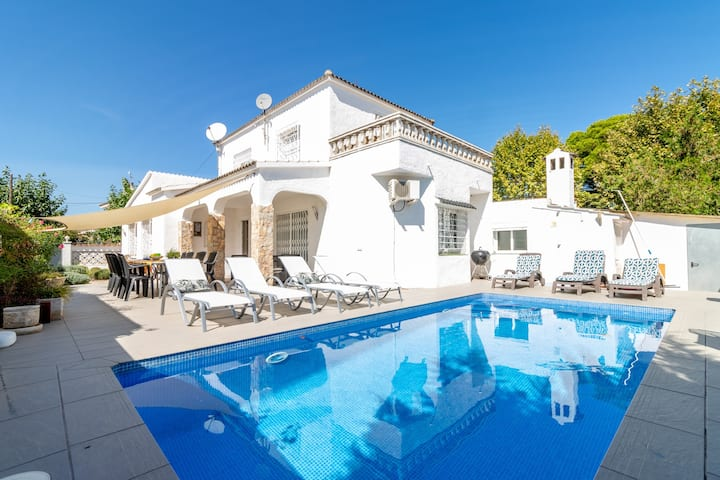 131-COSTA BRAVA  Villa mit Pool im Zentrum and meer, gratis Wi-Fi