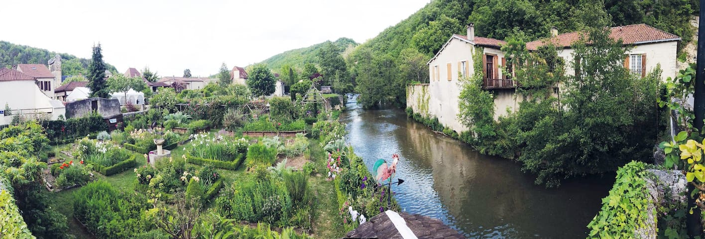 Riverside mill in Castelfranc, green bedroom