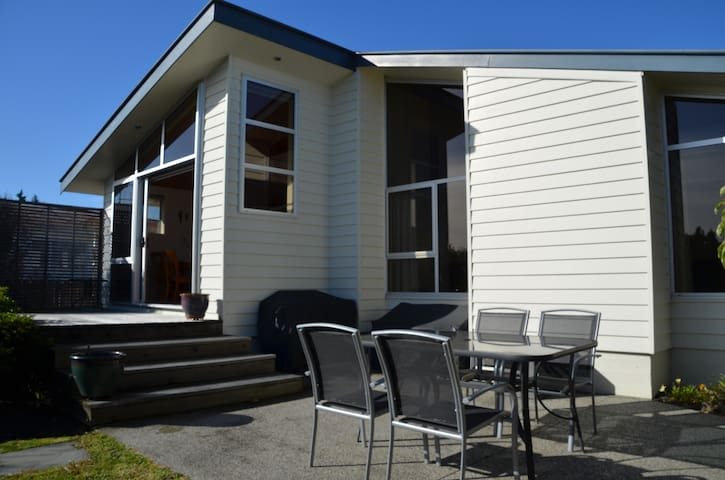 Sunny, Private, Comfortable close to Nelson City