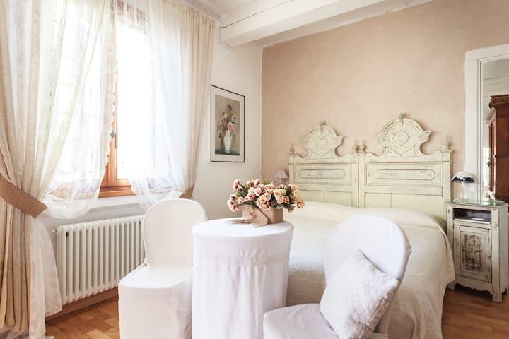 """La Maison B"", Bologna unusual side - Double Room"
