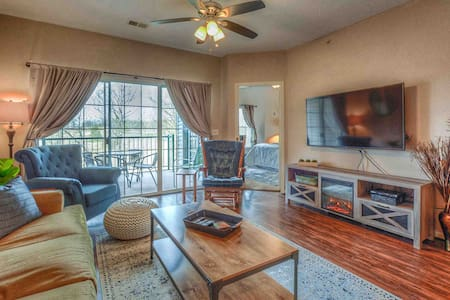 No Stairs! 2BR Holiday Hills Resort | Jacuzzi/Pool
