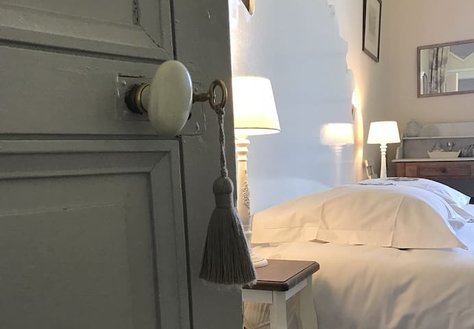 Le Pavillon * la Chambre Beige * Bed & Breakfast