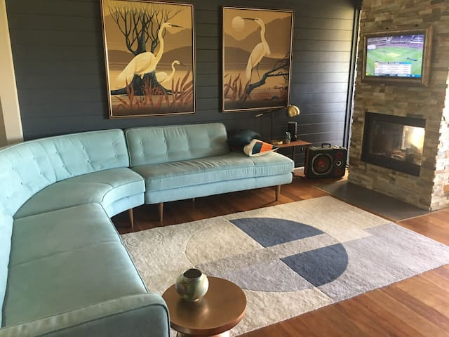 Main lounge with great corner couch