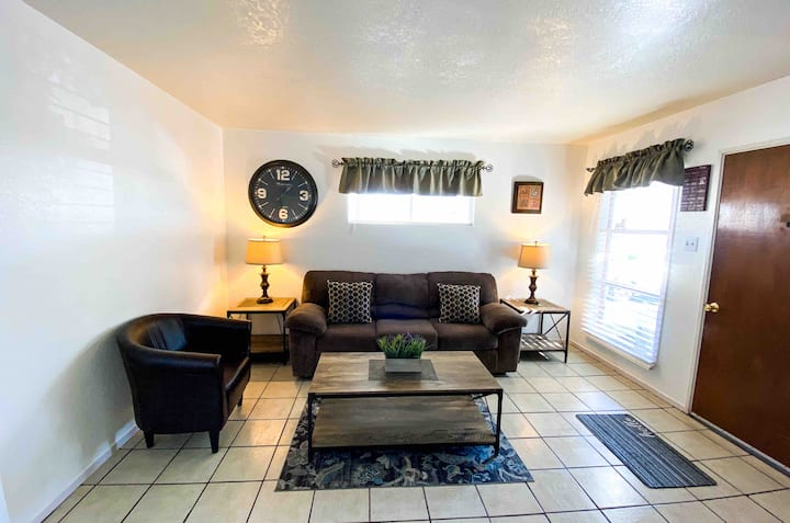 Stylish Home in El Paso-10 mins from Airport