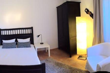 Schönes und ruhiges Zimmer im Grünen - Rockenberg - 아파트