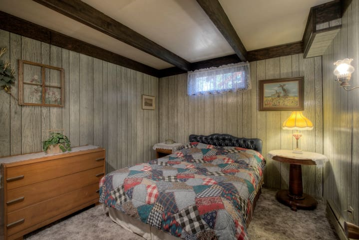 guest bedroom in the basement. who doesn't love the feel of this!!!