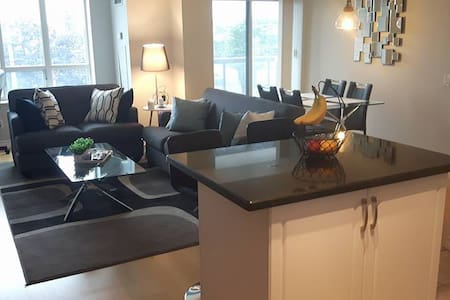 Bright and Clean Condo!! - Toronto - Condominium