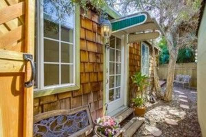 Cozy Private Cabin near North Park Hip+Washer+AC!