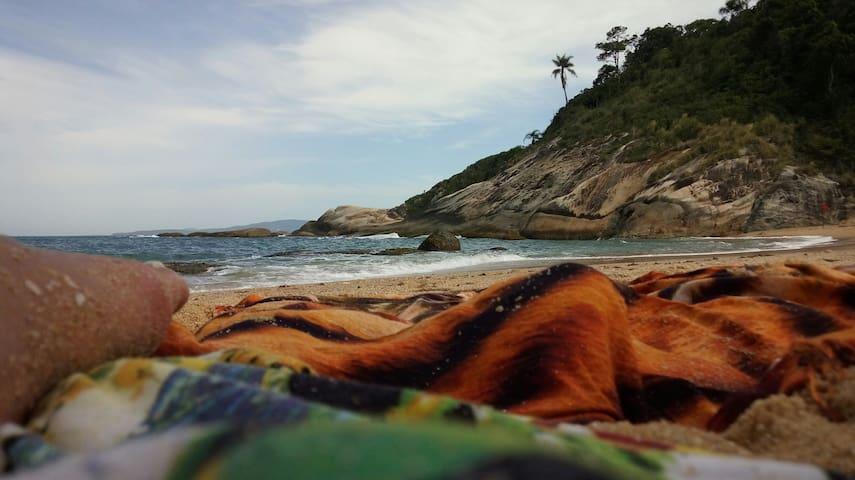 Praia do Estaleirinho _35 km ao norte
