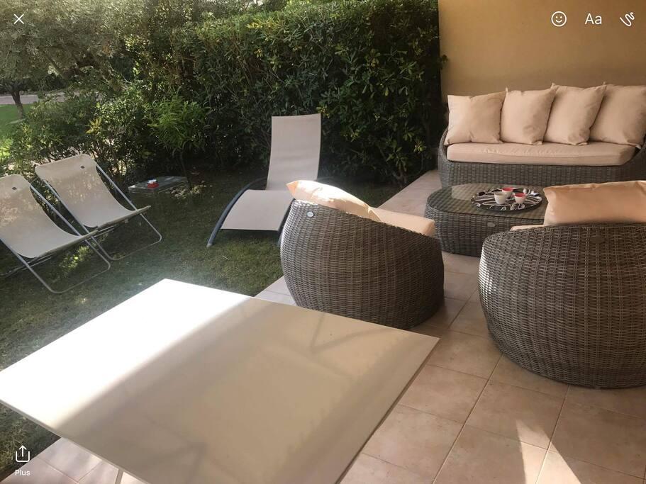 Salon de jardin et sofas