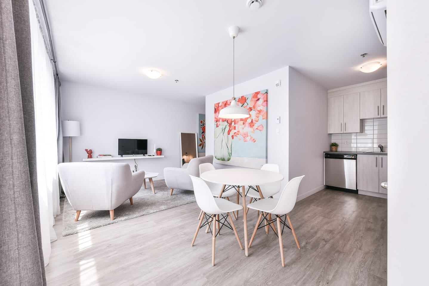 Spacious condo near Downtown and the Old Port